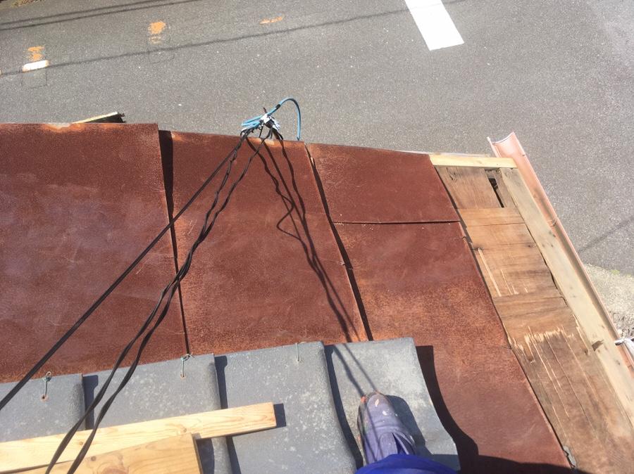 屋根のフレーム(唐草という)部分の桟を交換した
