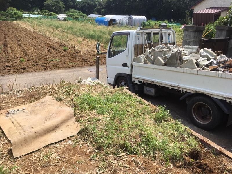 解体したブロック塀はトラック1台分