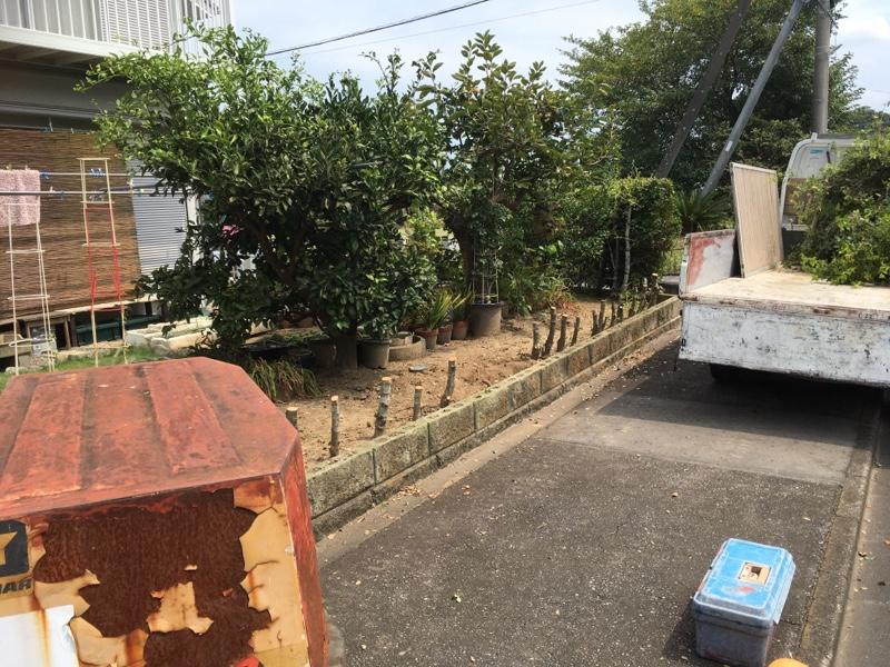 伐採した庭木は1.5tトラック2台分